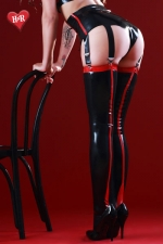 Bas latex Siren - Bas noirs en latex haute qualité, soulignés de rouge au dos de la jambe et sur la jarretière comme un effet couture.