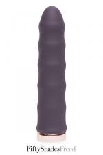 Vibromasseur Deep inside - Fifty Shades Freed - Un vibromasseur classique, rechargeable, en silicone haute qualité, avec une forme ondulée pour accroitre les sensations.